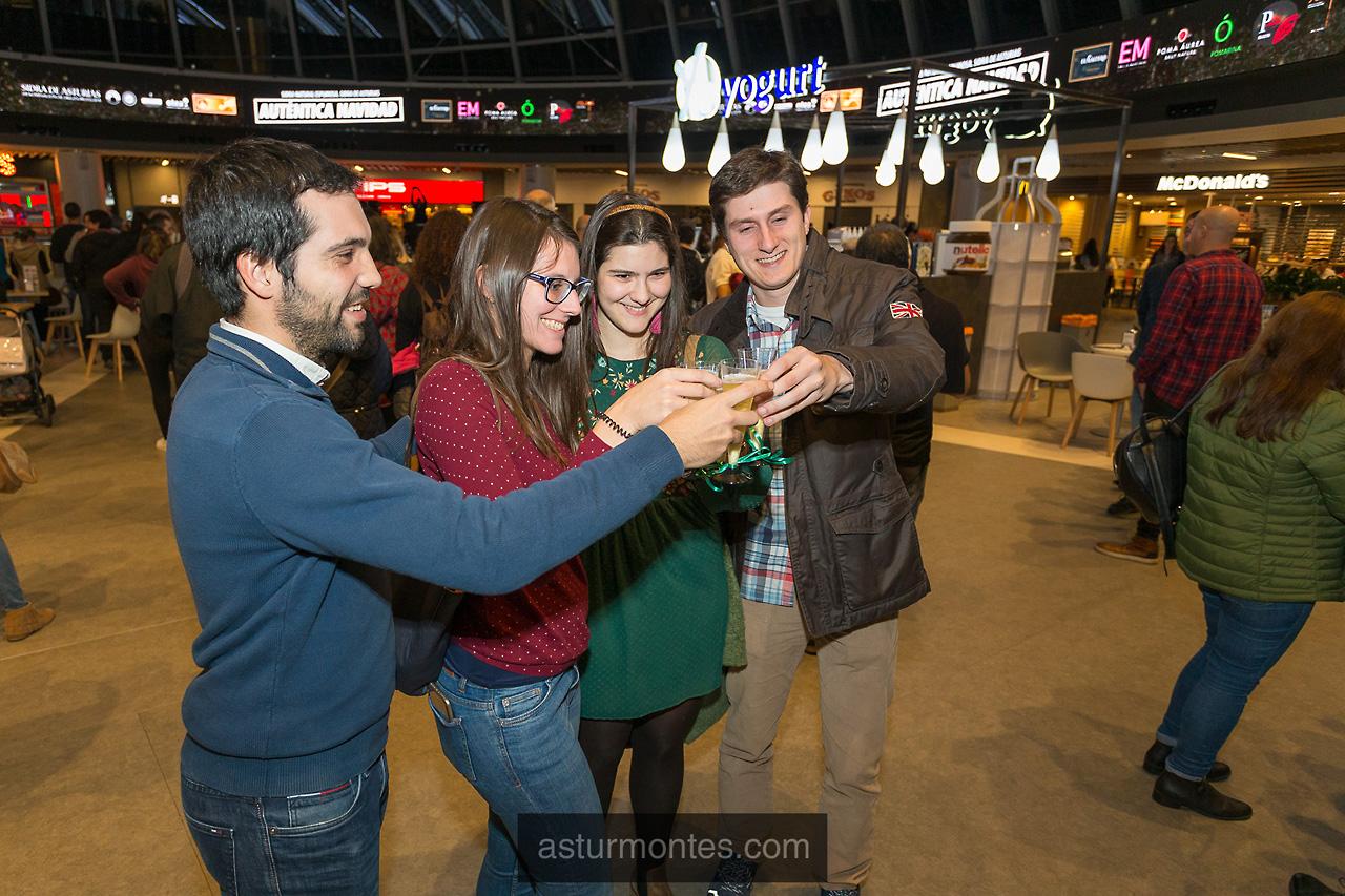 Brindis navideño de la DOP en Intu Asturias